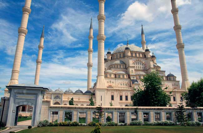 The Sabanci Central Mosque is the biggest and outstanding mosque in Adana.